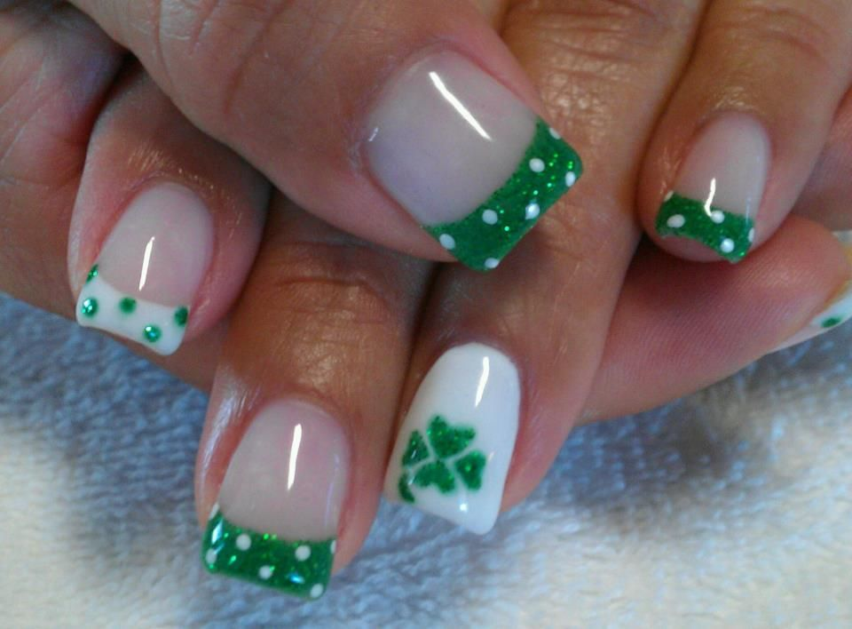 Simple but cute. | St. Patty\'s Day Nails | Pinterest