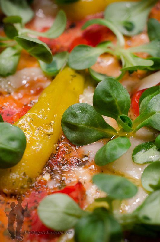 Pizza aux poivrons, au gorgonzola et à la mâche   Piratage Culinaire