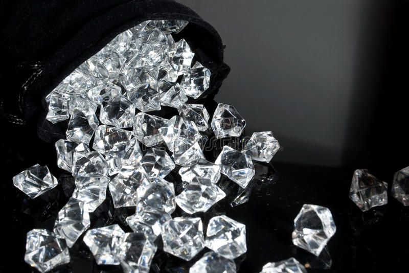 Diamonds Diamonds Falling Gif Diamonds Diamondsfalling Discover Share Gifs Pink Diamond Wallpaper Diamond Wallpaper Black Diamond Wallpaper