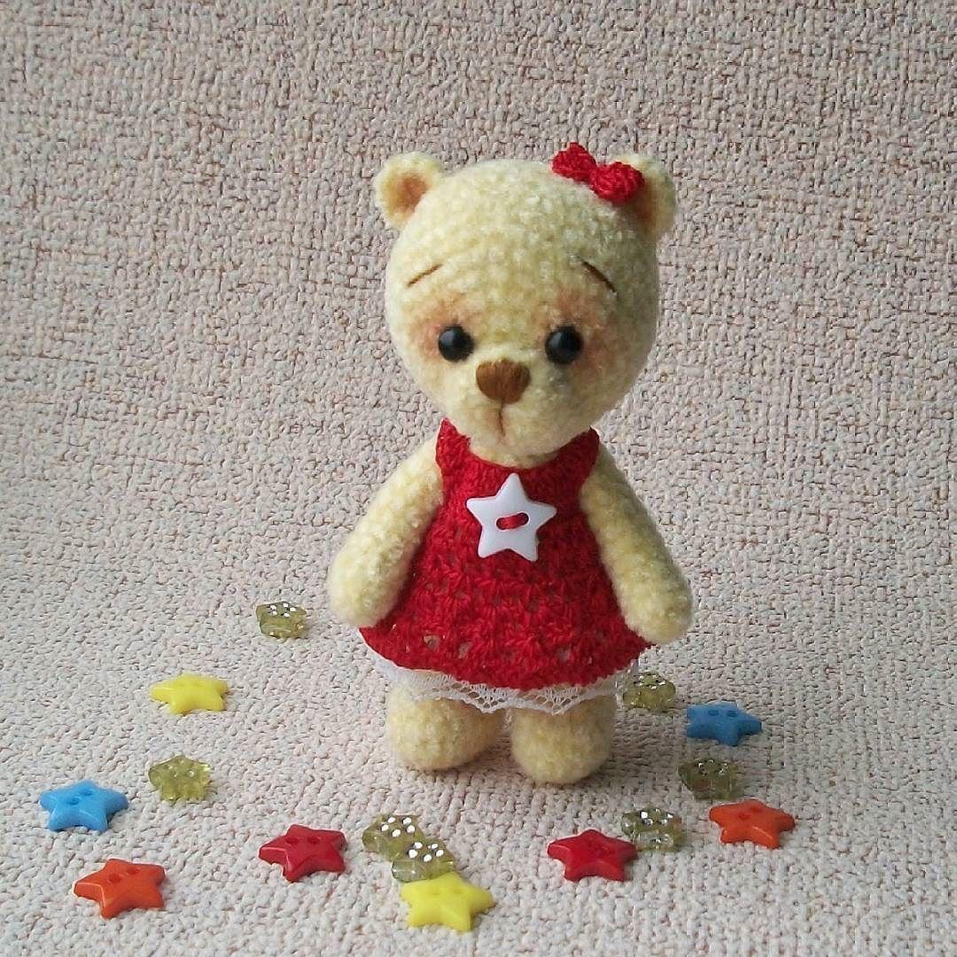 Наконец малышка Звёздочка оделась в красивое платьице и скоро отправится в новый дом где её уже ждут #минимишка #мишка #вяжукрючком #амигуруми #мишкакрючком #подарокналюбойслучай #подарок #вязанаяигрушка #игрушкаручнойработы #игрушкикрючком #weamiguru #weamigurumi #amigurumi #toys #teddybear #bear #bearcrochet #toys_gallery #handmadetoys #prezent #crochettoys #knittingtoys by levchenkoirina77