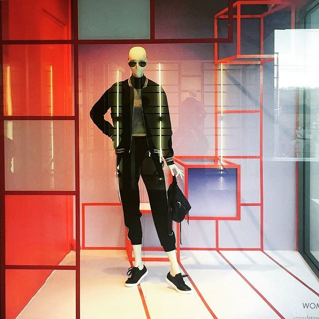 Real casual #nordstrom #athleisure #storewindows #visualmerchandiser #visualmerchandising #stylist #aviators #vmlife #vmdaily Via @_erinfranklin