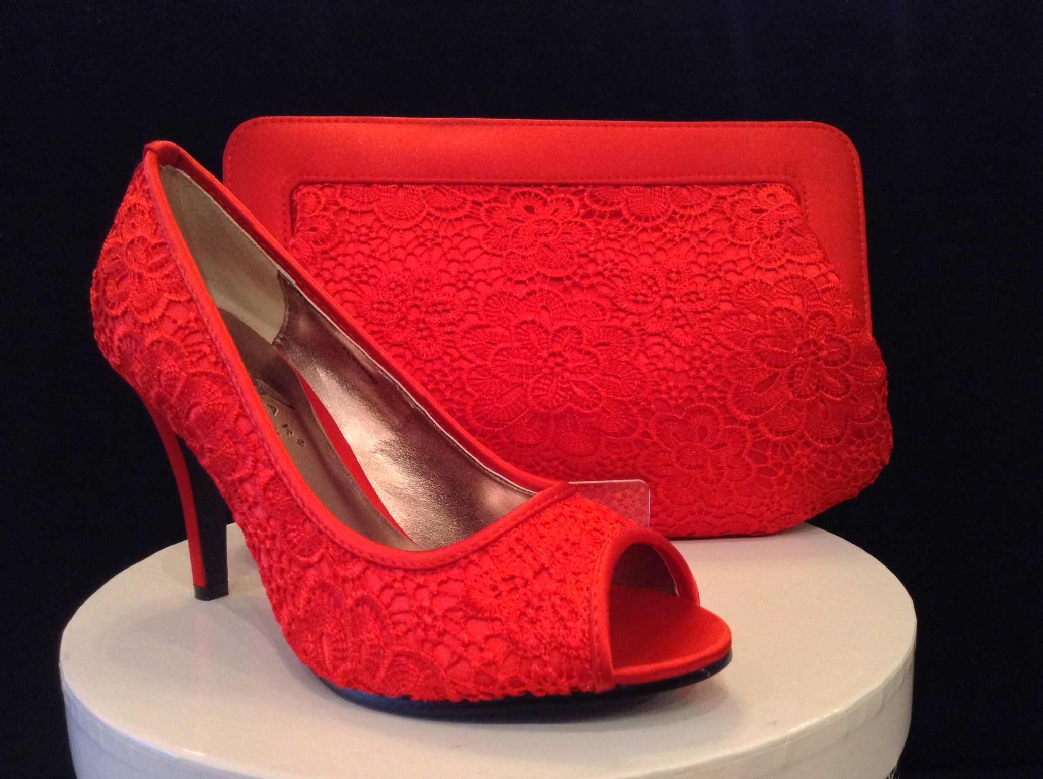 Stunning Shoes And Bags That Match Your Outfit Cream Shoes Stunning Shoes Shoe Laces