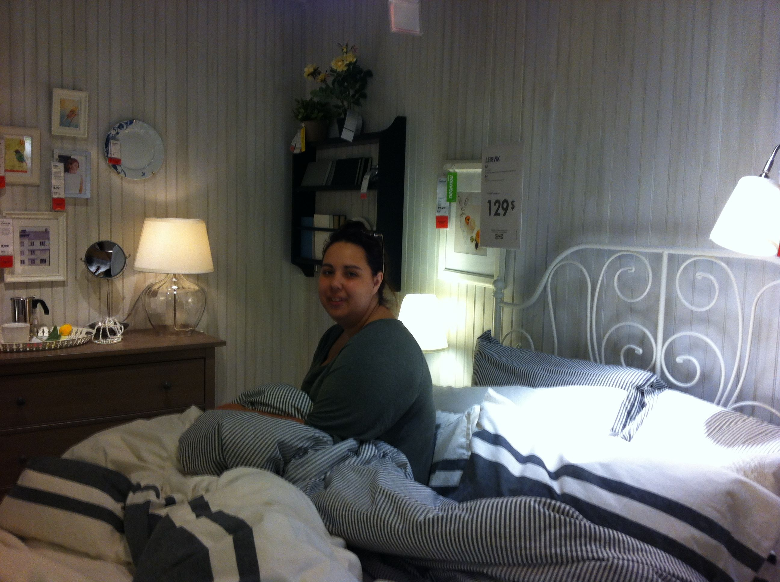 Nice room...ooops ! There is someone already in bed !...  ;-)