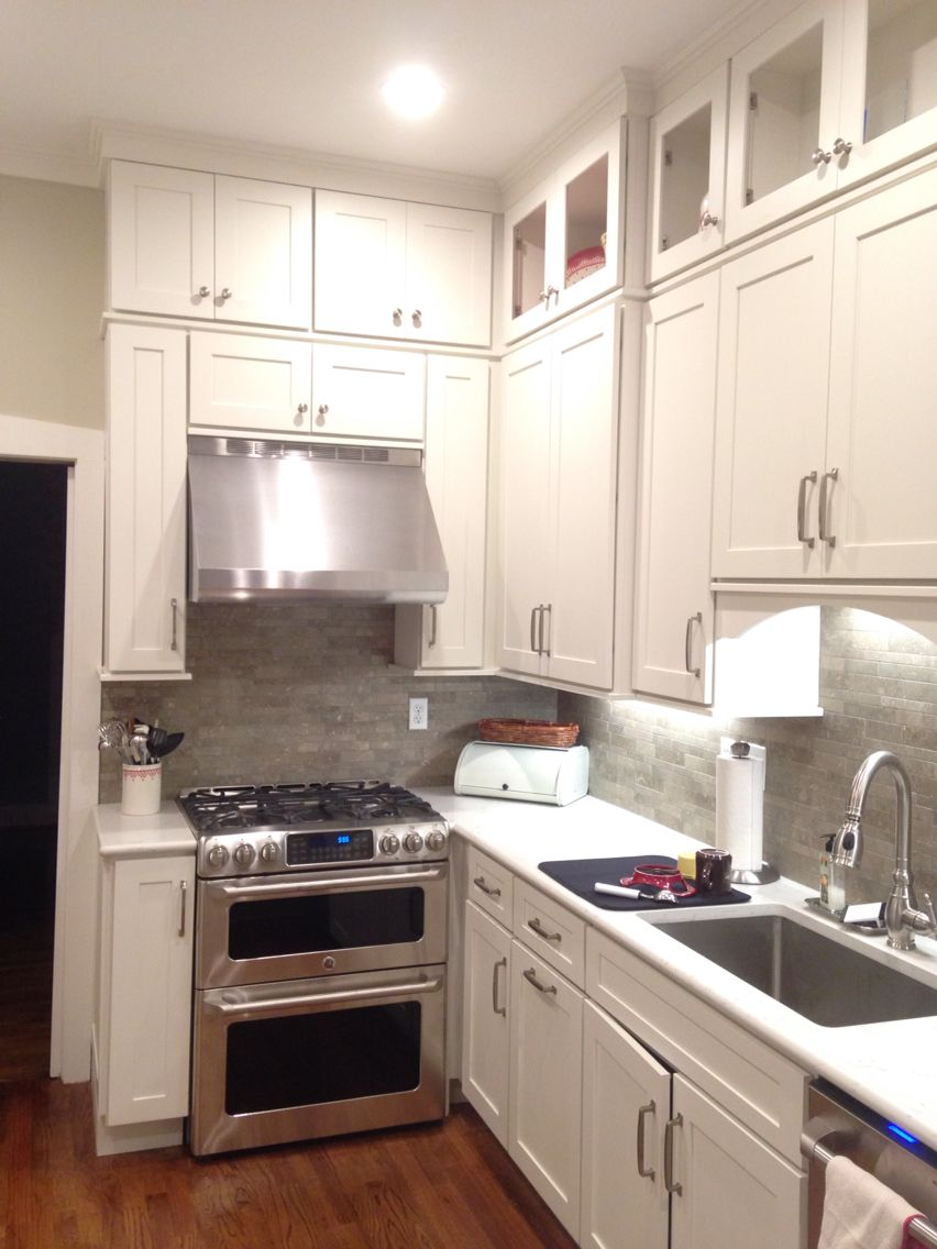 cliqstudios dayton cabinets, ge cafe appliances, seagrass