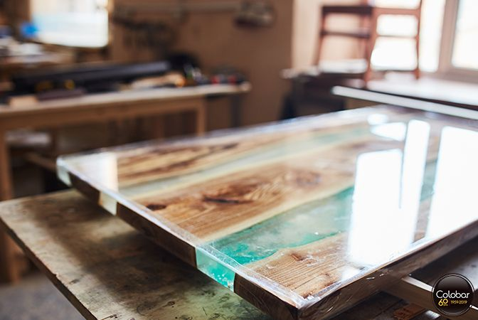 Comment Faire Une Table Riviere En Epoxy De Moulage Blog De Colobar Peinture Decoration Faire Une Table Table De Resine Resine Epoxy Bois