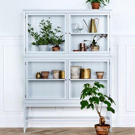 kleine graue vitrine vitrinen pinterest vitrine grau und vitrinenschr nke. Black Bedroom Furniture Sets. Home Design Ideas