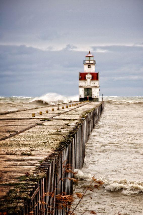 Lighthouses Braving The Storm Lake Michigan Lighthouses Lighthouse Lake Michigan
