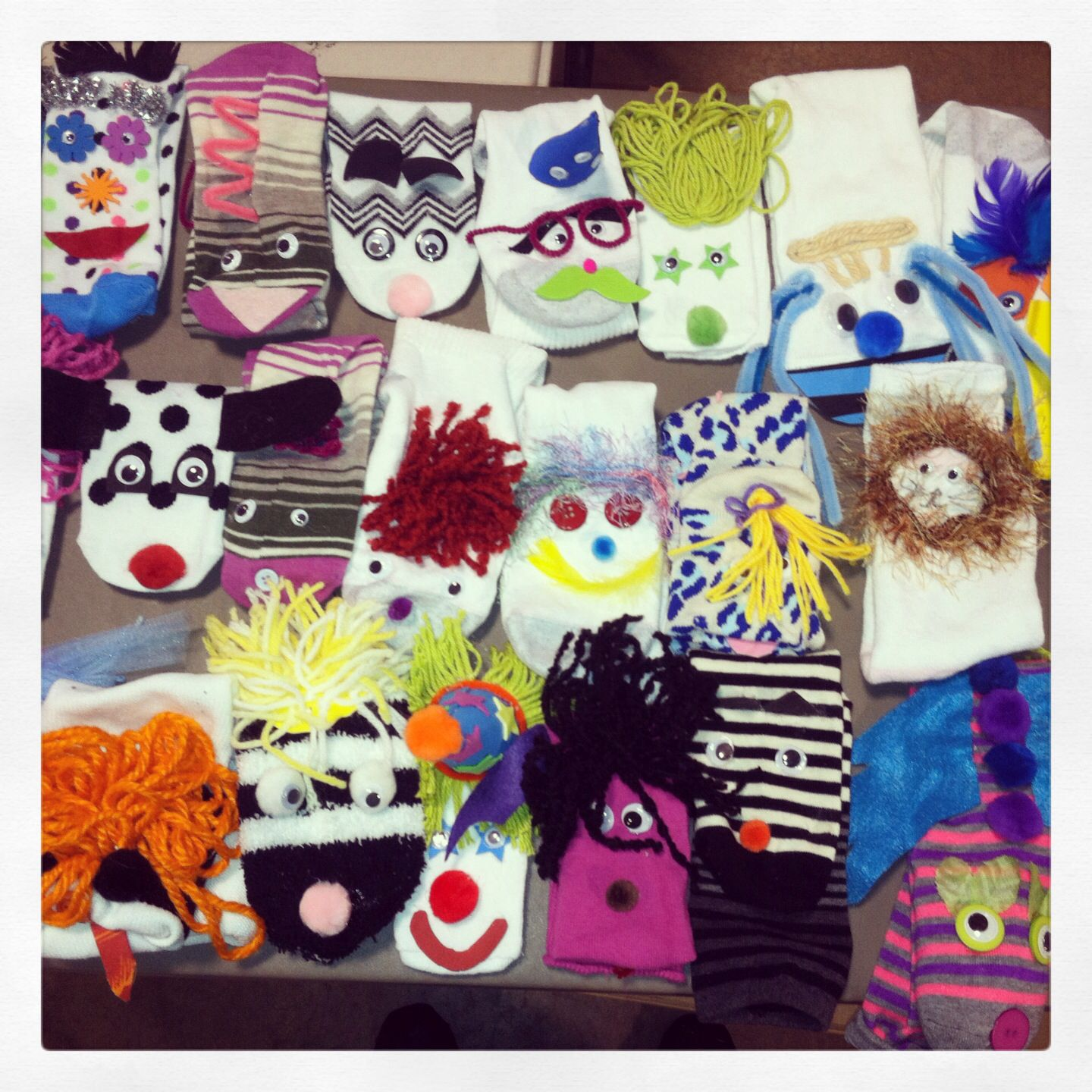 Sock puppets by Michelle's Puppets! So creative and easy to do!