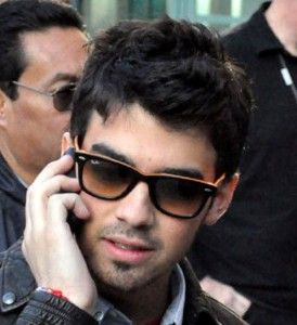 ray ban sunglasses 2140  joe jonas in ray ban wayfarer sunglasses