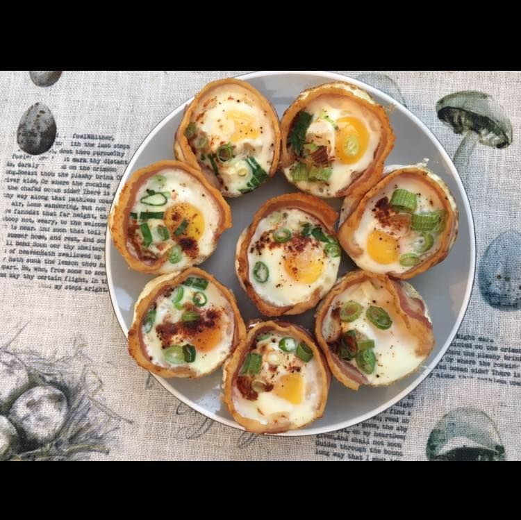 Yup, these are bacon and egg muffins I make for breakfast. They are so yummy and 2 usually fill me up until lunch time!  Pre-fry the bacon until pliable | add into your cupcake tin | crack in an egg | sprinkle paprika | sprinkle spring onions | bake for 10-12 minutes | eat!