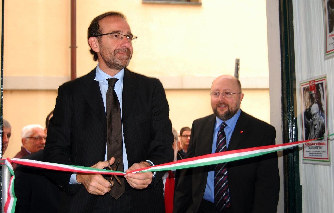 Il Segretario Nazionale Riccardo Nencini all'inaugurazione della nuova sede del Partito Socialista Italiano Federazione di Alessandria il 26 Ottobre 2013.