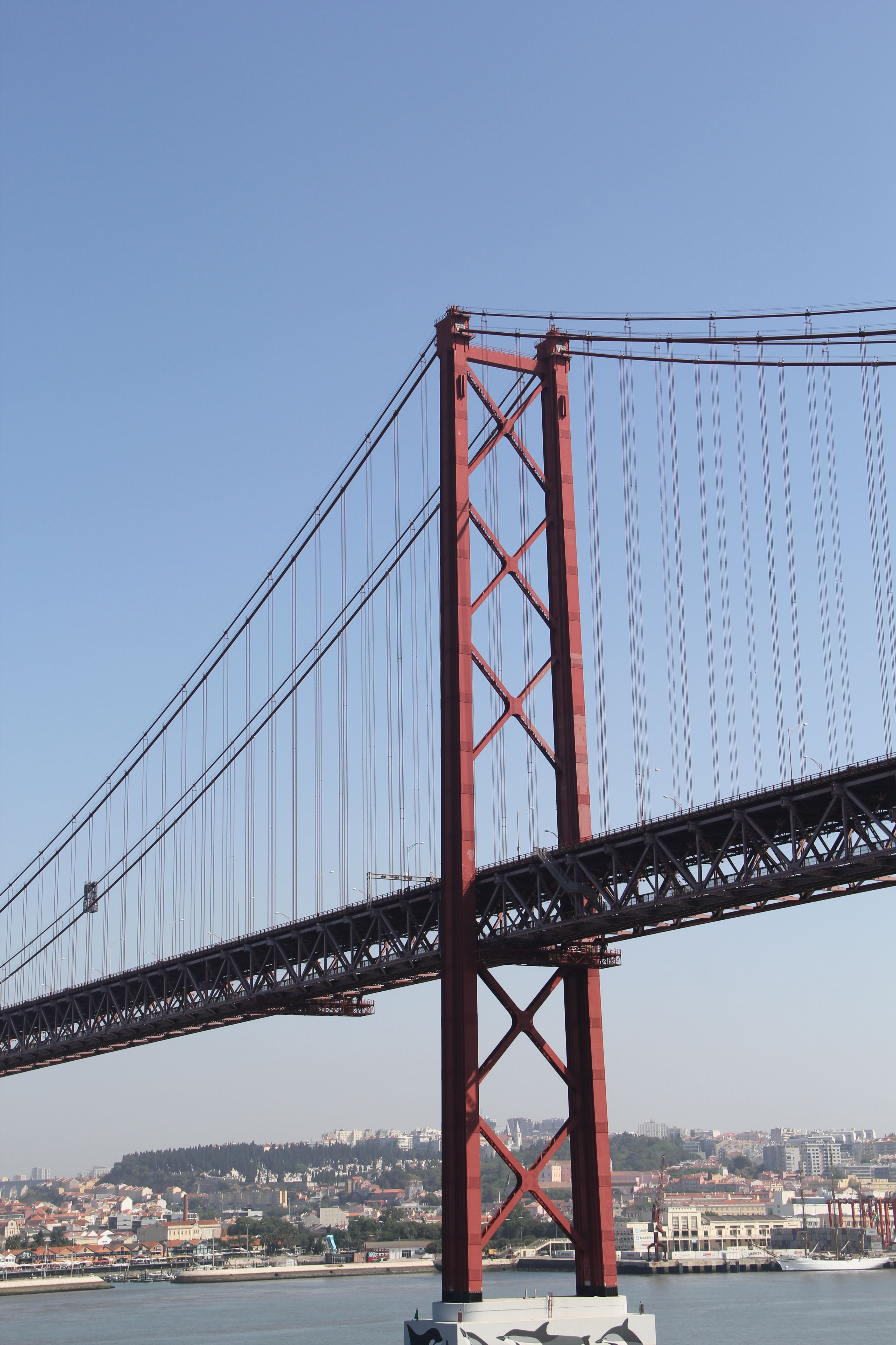 25 De Abril Bridge In Lisbon Portugal Was Inspired By 2 Us Bridges It S Orange Color Is Just Like The Golden Gate Bridge Bay Bridge Golden Gate Bridge Lisbon