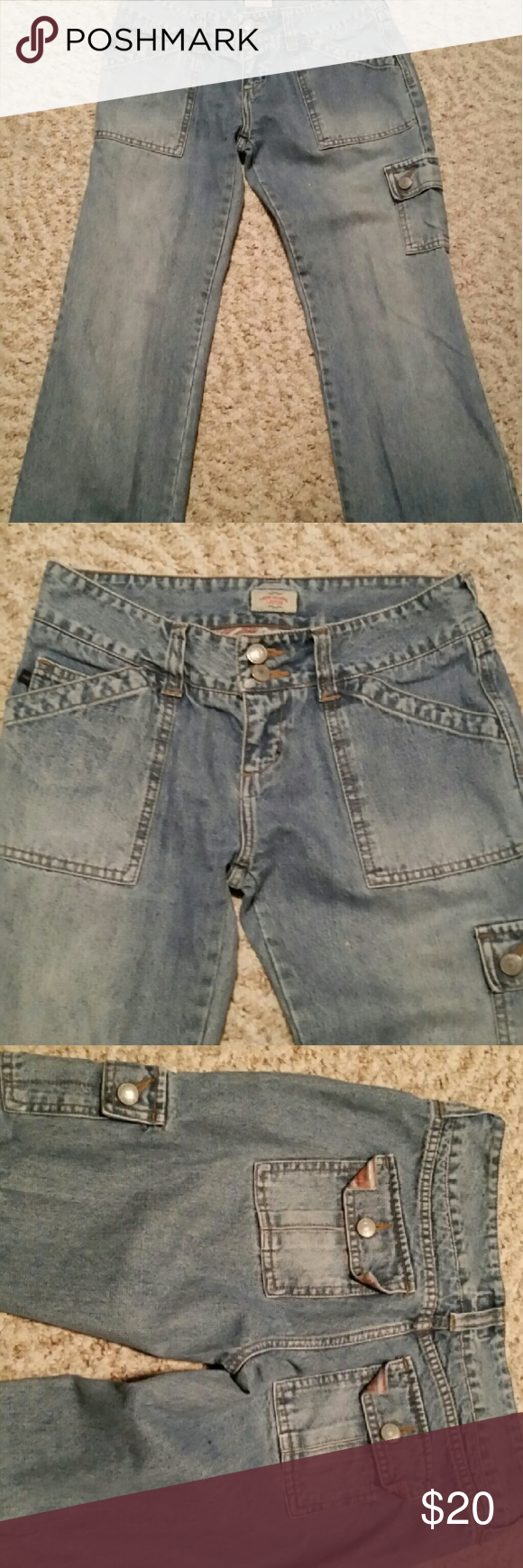 Jean Capri pants Light color jean Capri pants with back pockets. Great condition. Jeans Ankle & Cropped