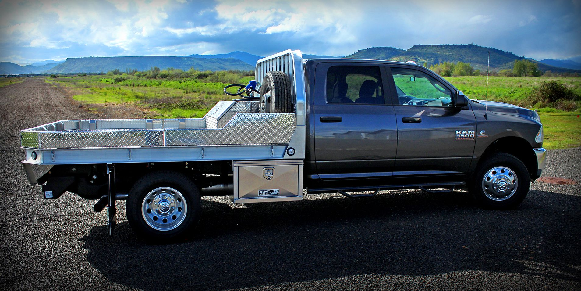 dodge 3500 with aluminum flatbed dual underbody boxes w new t grip lock fuel transfer tank w. Black Bedroom Furniture Sets. Home Design Ideas