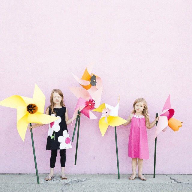 Giant flower pinwheel http://thehousethatlarsbuilt.com/2015/06/diy ...