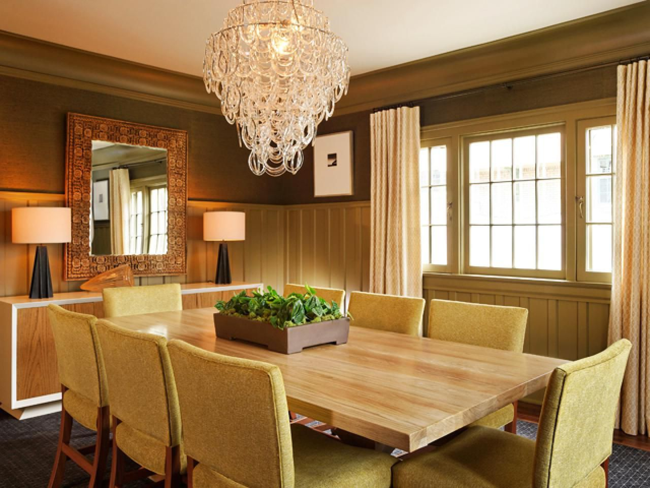 Stunning Dining Room Chandelier Hanging In The Ceiling