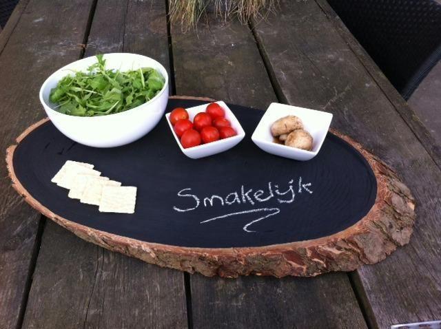 Serveerplank van boomstam met schoolbordverf ideen - Schulfest ideen ...