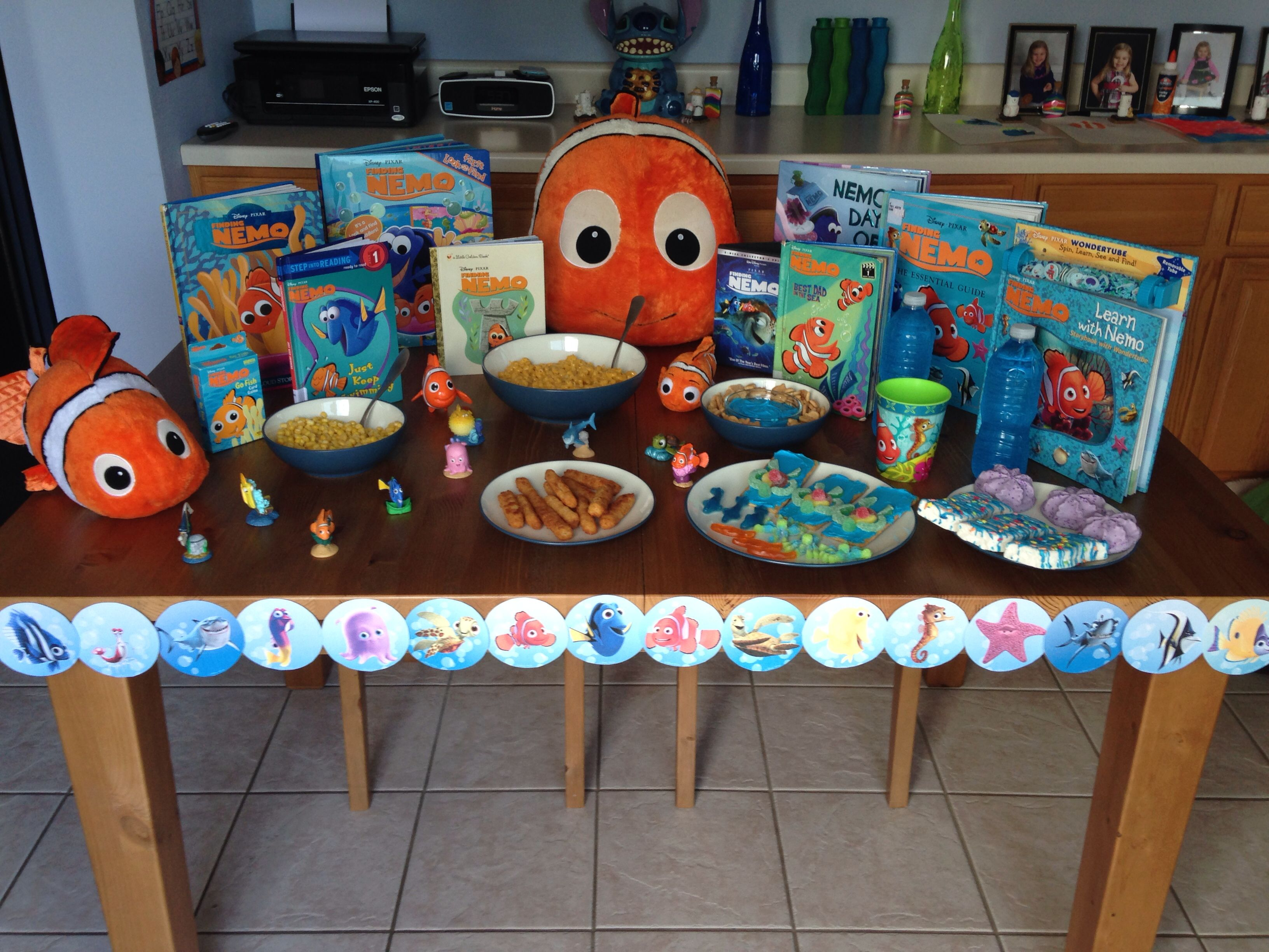 Fish in the tank finding nemo - Finding Nemo Dinner Marlin S Cheesy Anemone Mac And Cheese Bruce S Fish Are