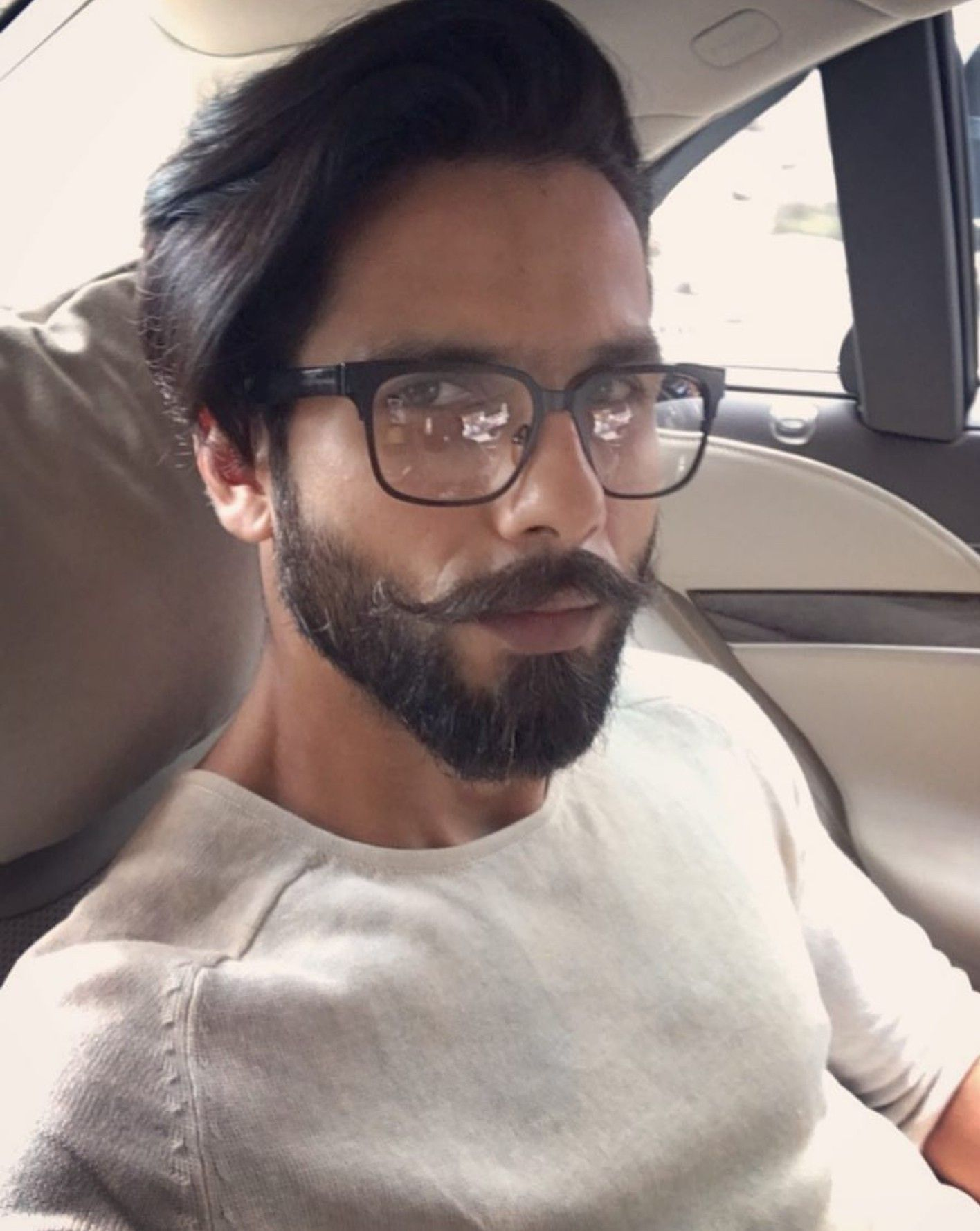 Shahid kapoor  Bollywood hairstyles, Long hair styles men, Beard