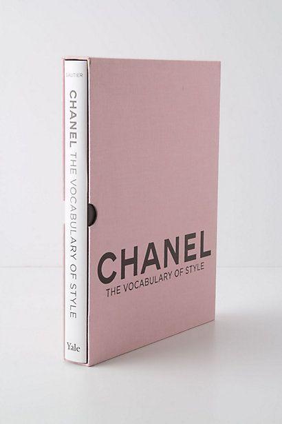 15 libros que un amante de la moda debe tener en su librero
