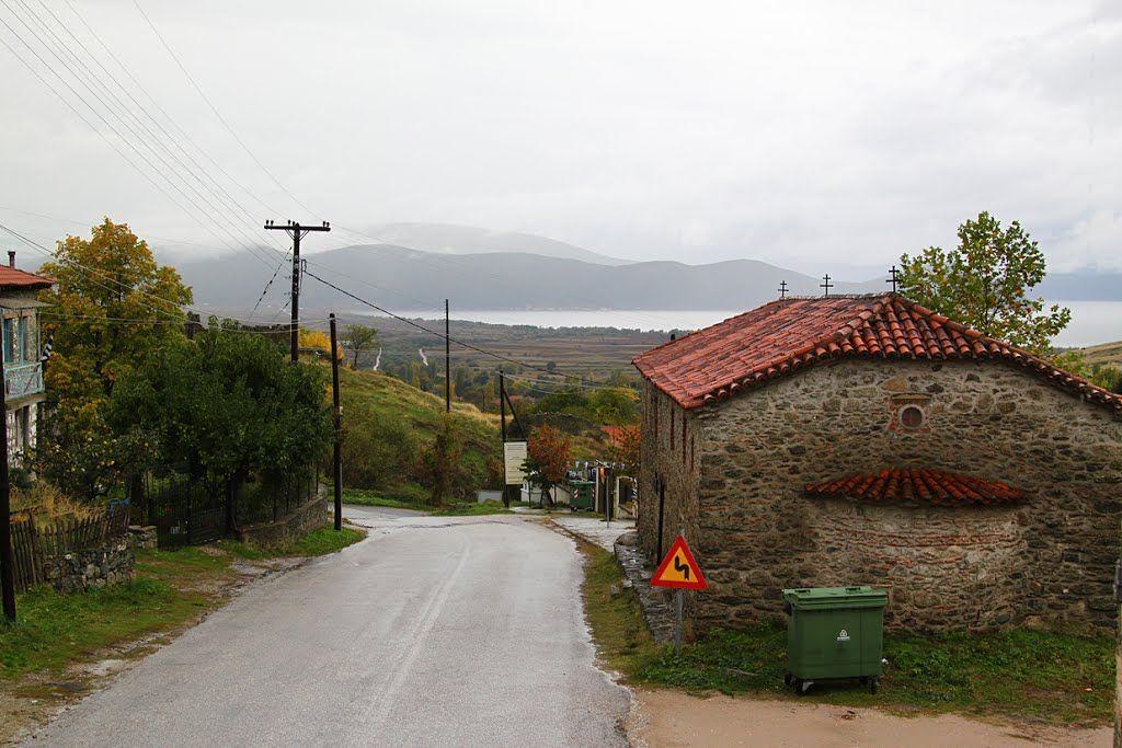 Κατηφορίζοντας προς Πρέσπες Photo from Agios Germanos in Florina | Greece.com