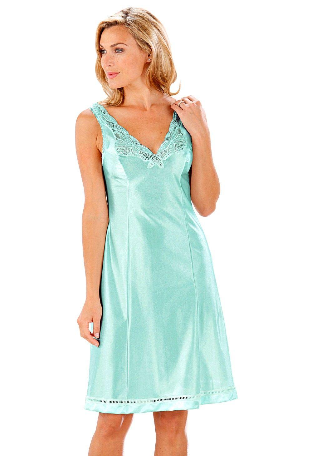 Pin up Nylon robe sous robe