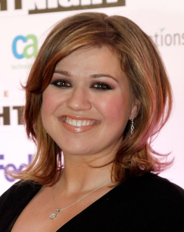 20 Celebrity Hair Styles For Round Faces Kelly Clarkson