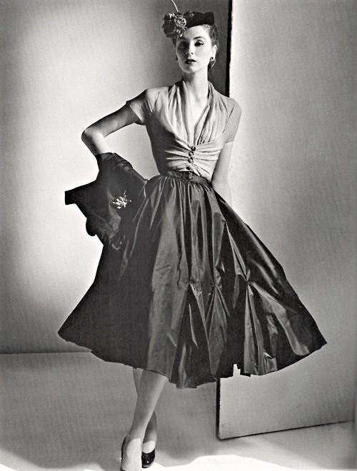 50s Border Prints Sleeveless Dress W V Neck V Back Full Skirt And