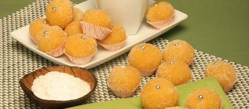 Receita de Docinhos de coco com laranja. Descubra como cozinhar Docinhos de coco com laranja de maneira prática e deliciosa com a Teleculinaria!