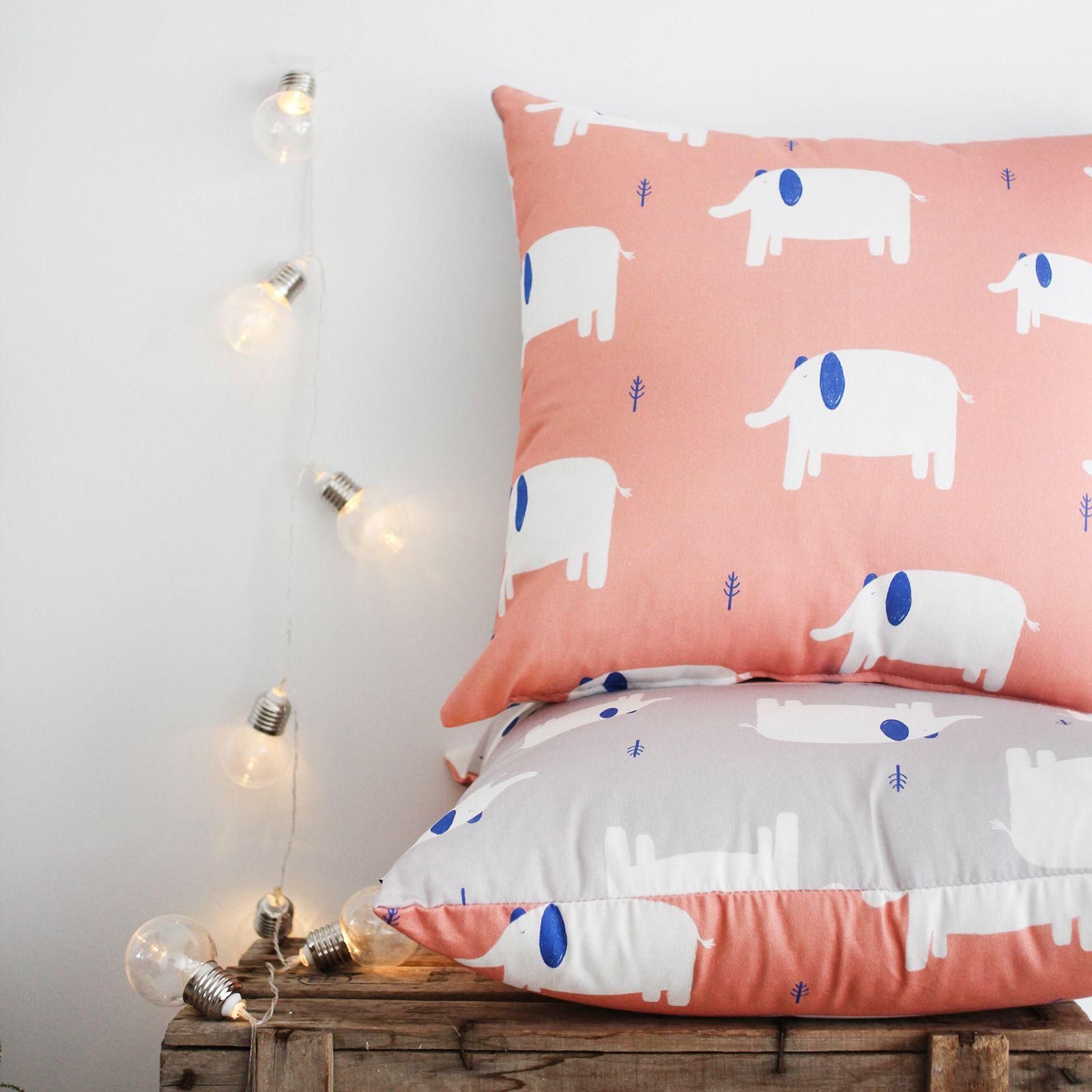 "Cojín ""Elephants"" 100% algodón 100% hecho en España. Cushion"