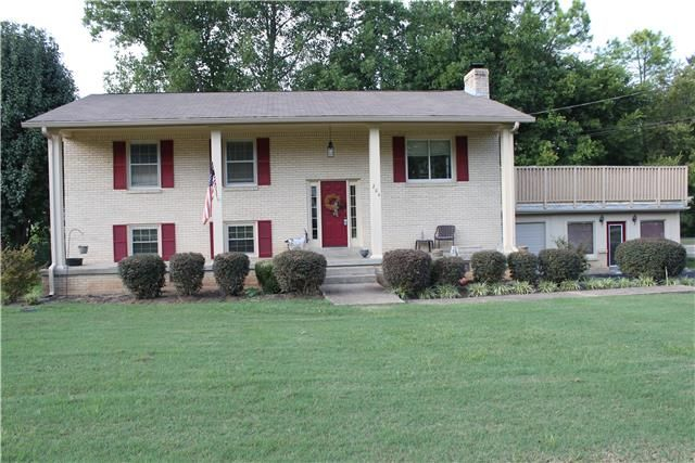 1662 Center Star Rd Columbia Tn 38401 3 Bed 3 Bath 399 900 Custom Details Cove With Images Estate Homes House Styles Property