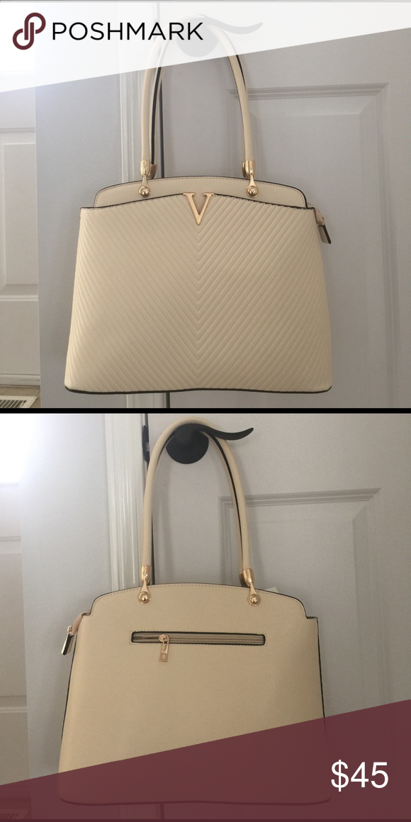 New with tags! Lovely ivory faux leather hand bag New with tags! Lovely ivory faux leather hand bag. Has addition long strap inside of it then is detachable. Bags Shoulder Bags