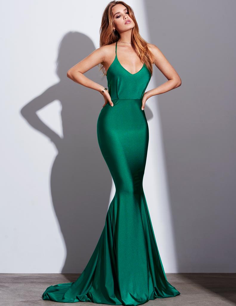 only one color, but so stunning  Elegante abendkleider