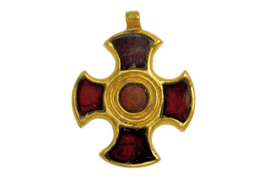 Ostrogothic gold cross pendant, possibly from a Black Sea-area workshop. 500 A.D.  Fascinating article at source about wearing ancient jewelry today.  This is also called the Cuthbert's Cross. St Cuthbert ventured in to Saxon and Celt controlled areas