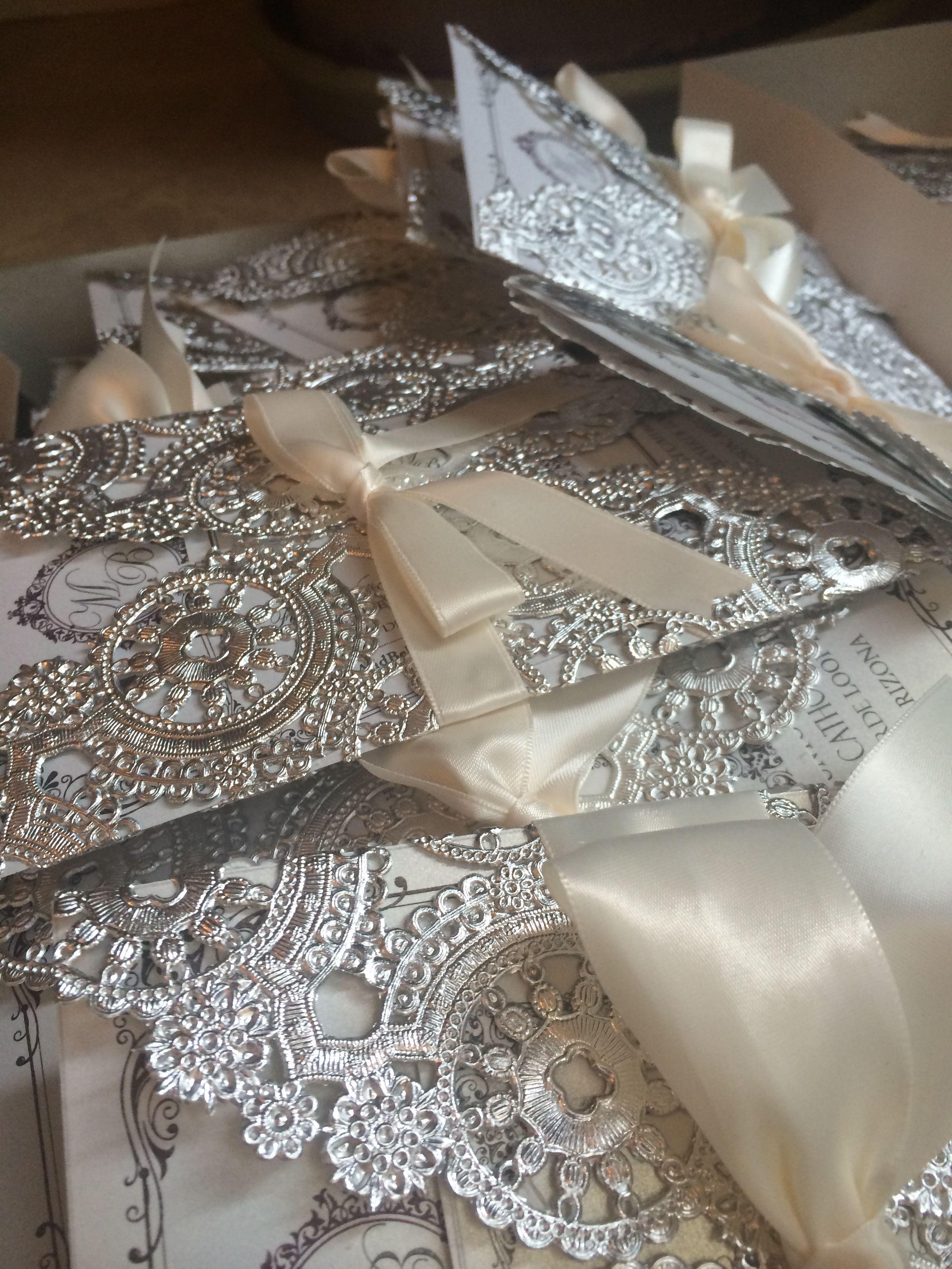 Customized Diy Wedding Invitations Metallic Doilies Pearl Gold Shimmer Paper Custom Emblem Satin Ribbon Champagne Envelopes Winter