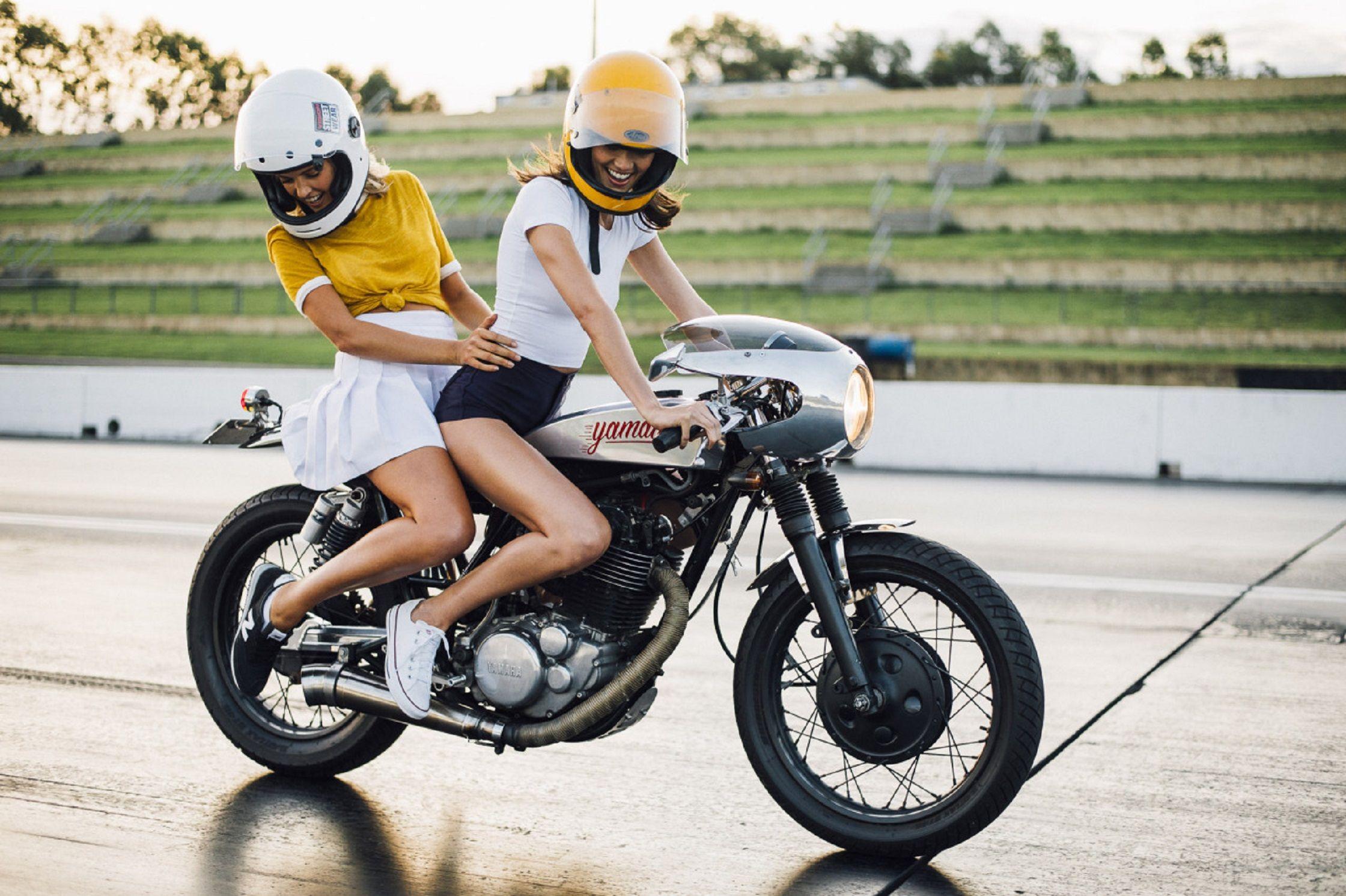 two up on a tidy yamaha sr400 café racer custom. http://mulpix