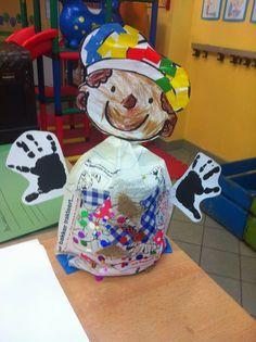 Sorteerspelletje: versier de pietenmuts In ons kringetje hangt een praatplaat van Sint en Piet Help jij Zwarte Piet o... #sintenpiet