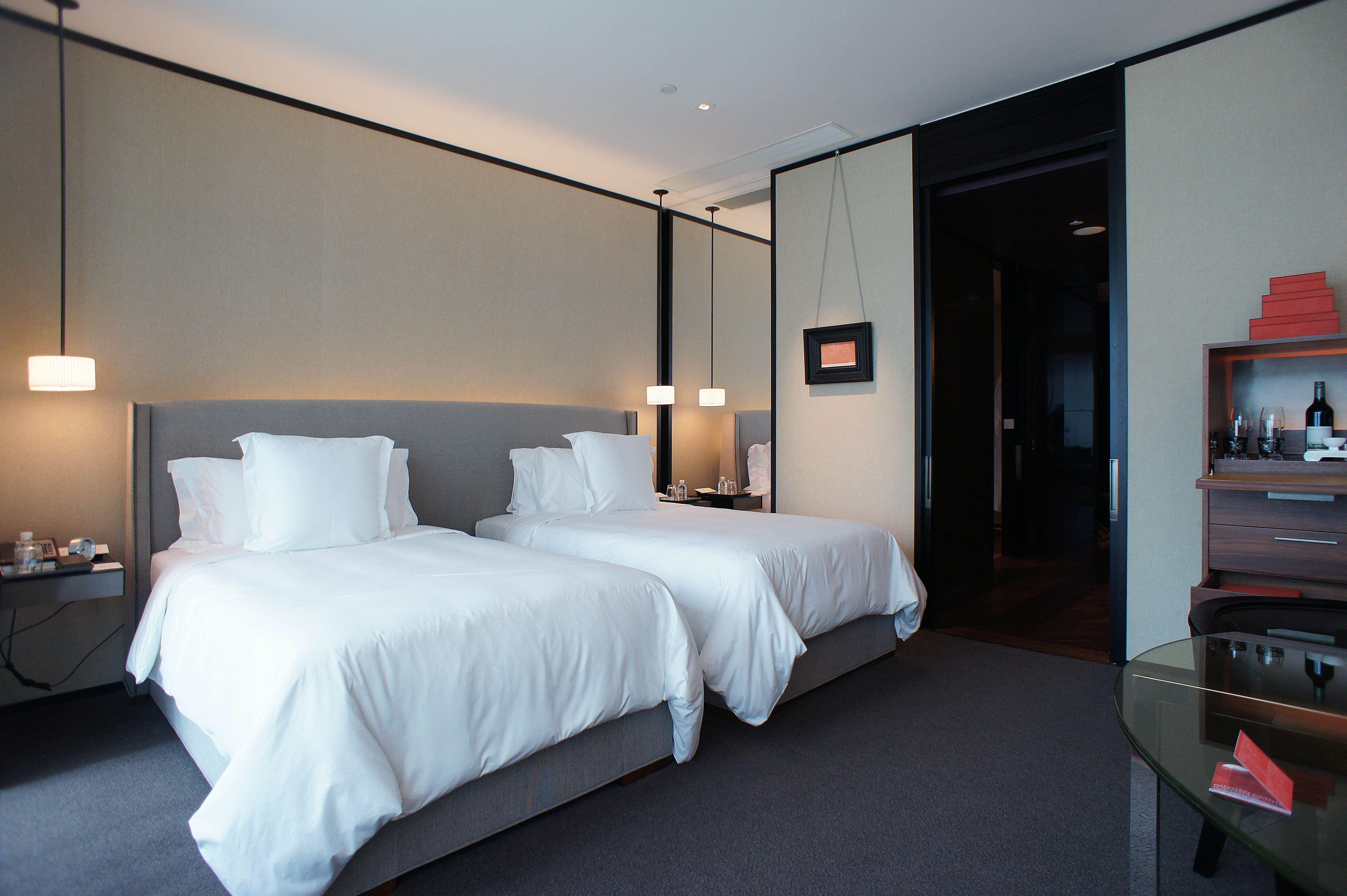 Best Mandarin Oriental Guangzhou Guestroom Bedroom Design 400 x 300