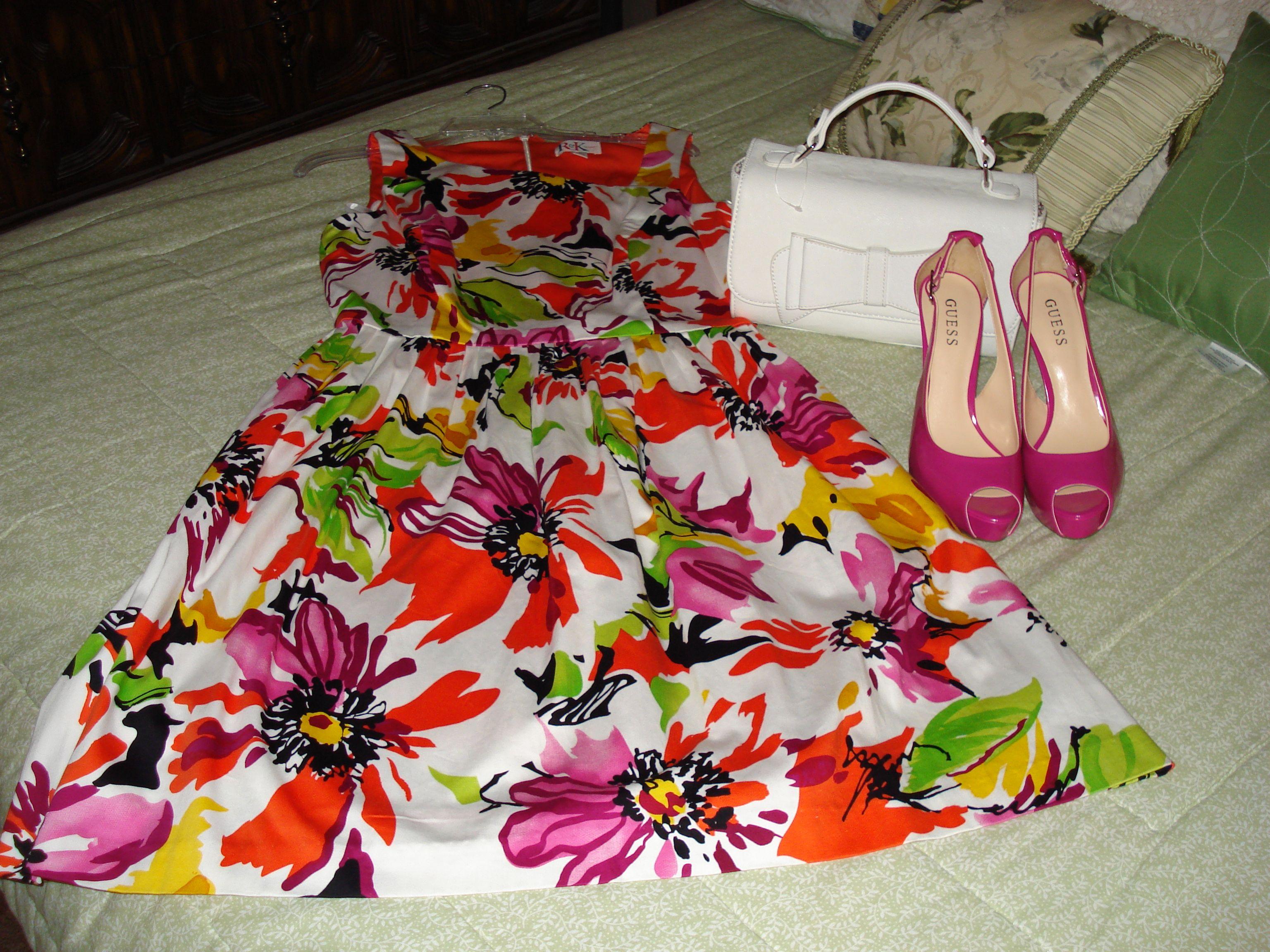 eu amo este vestido e meu lindo sapato rosa...
