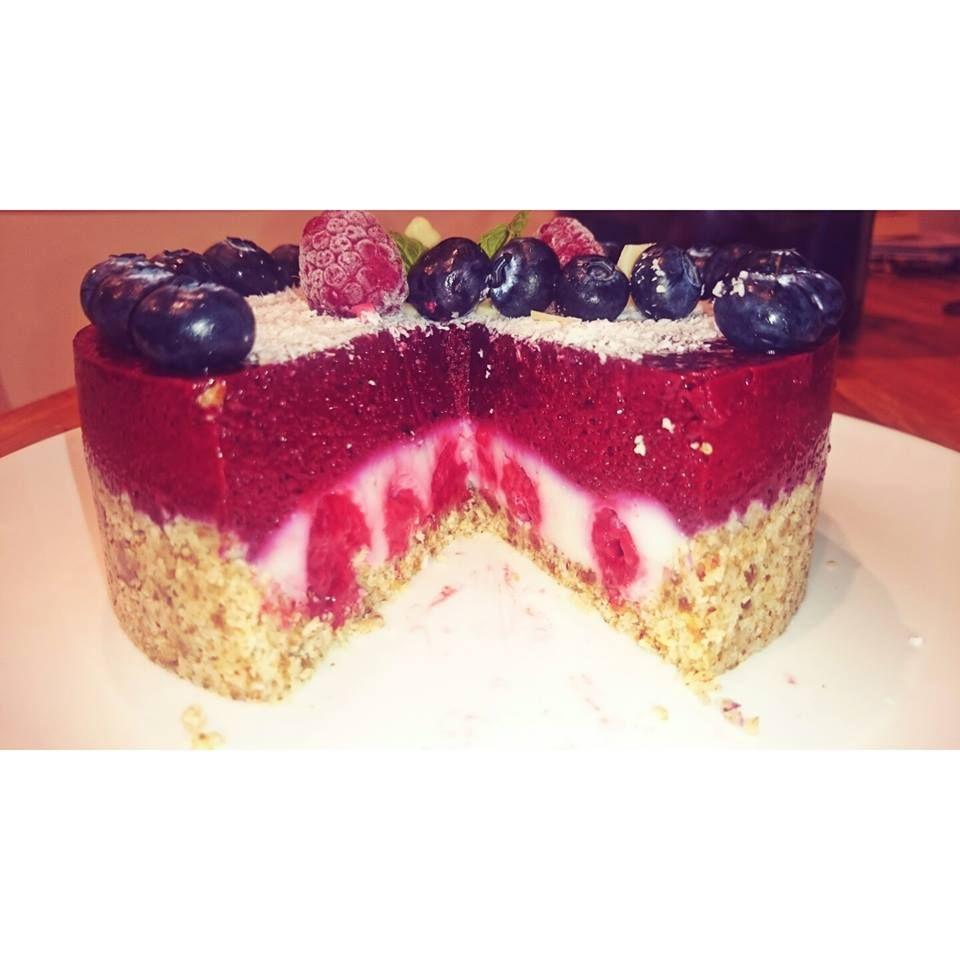 Yummy #cake #glutenfree #inside #surprise #coco #berries #cream #nocheese #lactosefree #cureltyfree #veggie #healthyfoods