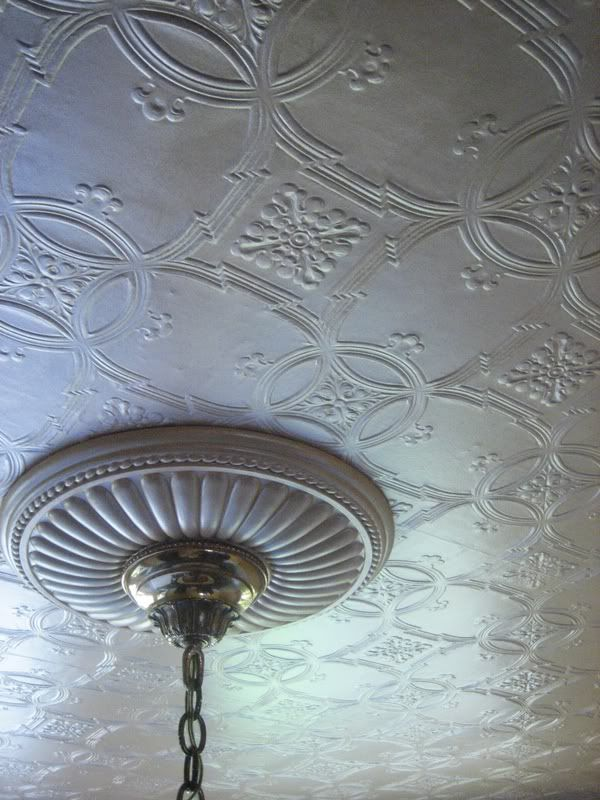 Closeup of anaglypta wallpaper and ceiling medallion - Textured wallpaper on ceiling ...