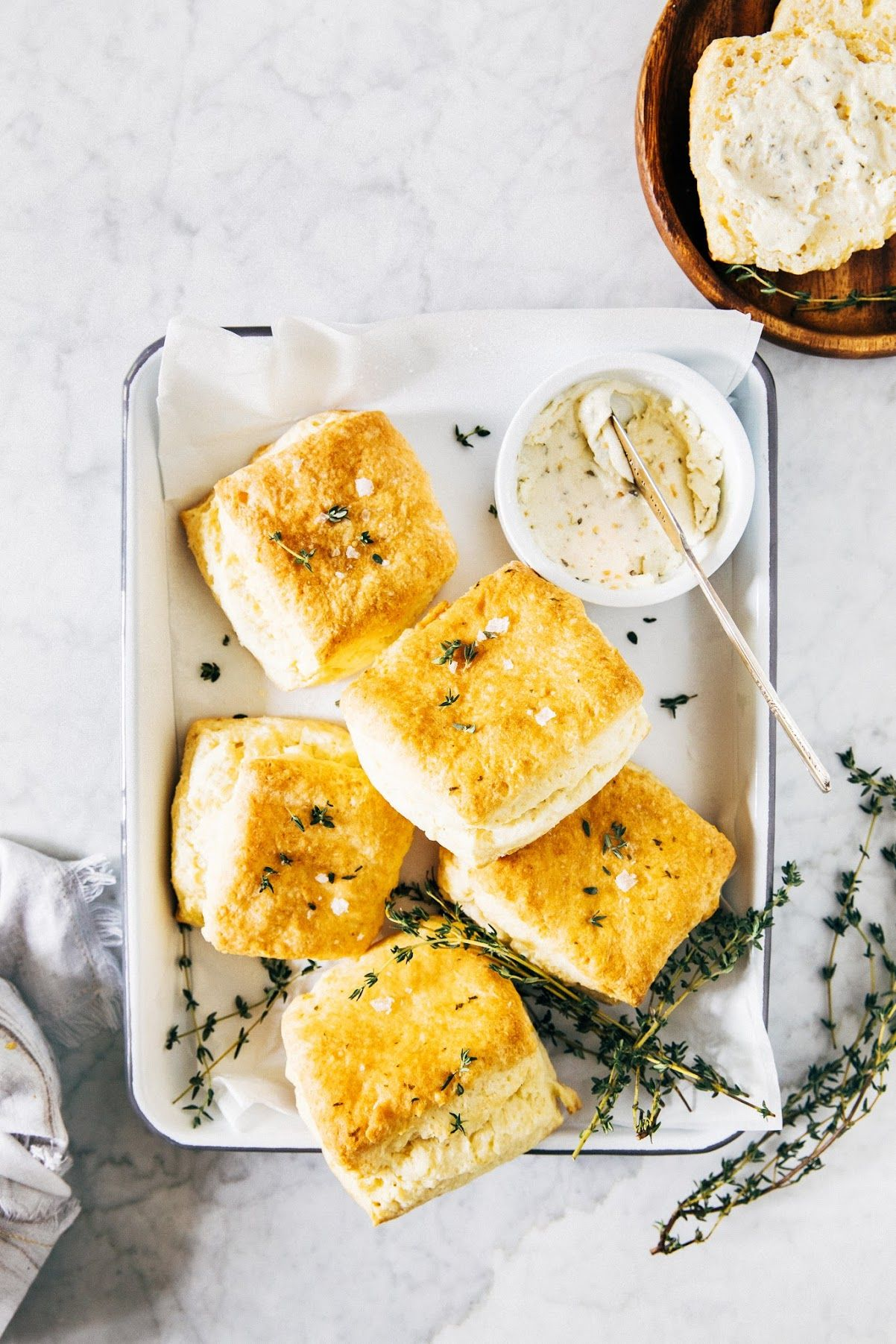 Garlic And Herb Buttermilk Biscuits Or How I Learned To Stop Worrying And Love The Biscuit Hummi Food Processor Recipes Buttermilk Biscuits Biscuit Recipe