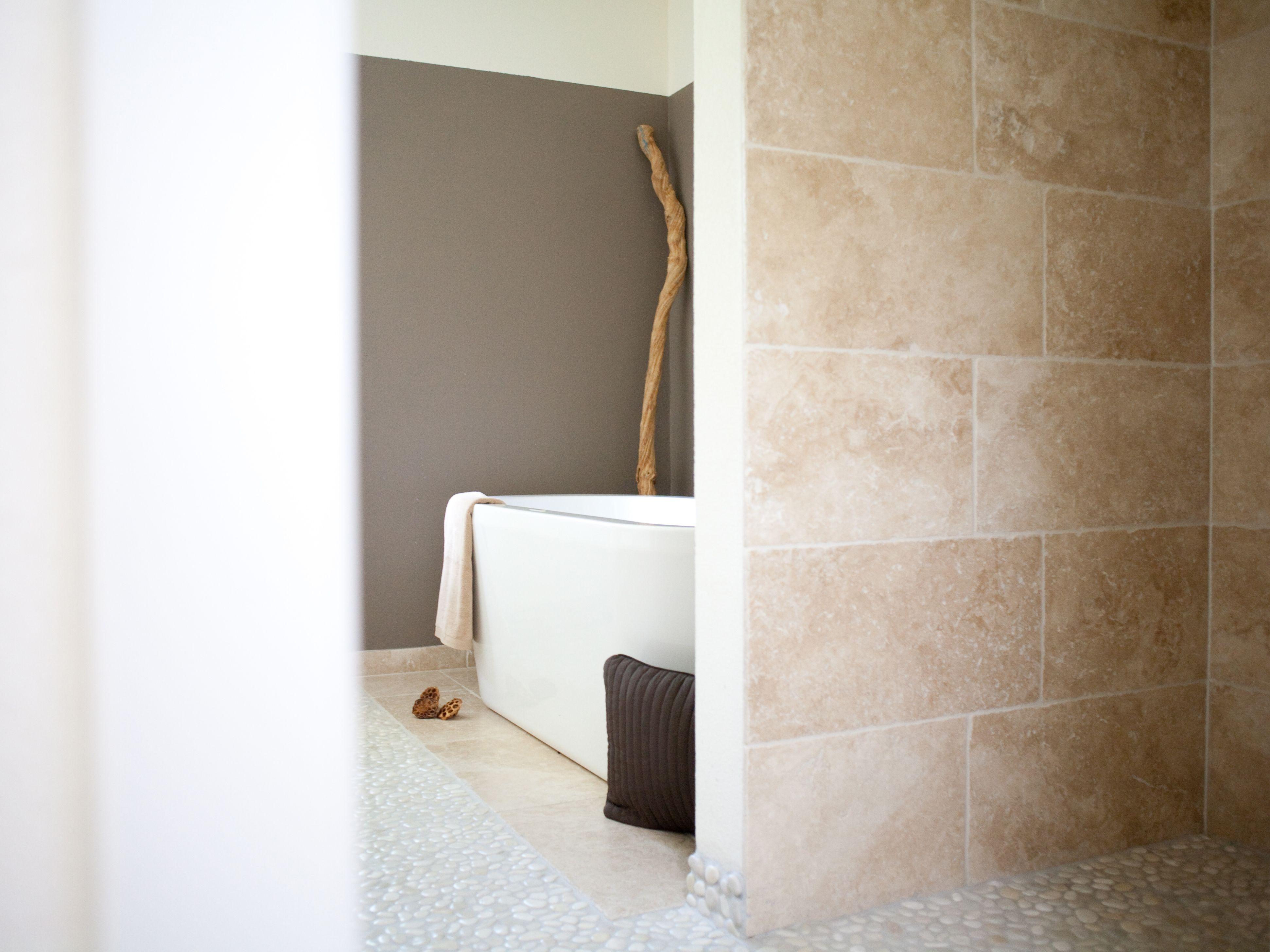 Travertin Fliesen im Badezimmer: Gestaltungsmöglichkeiten ...