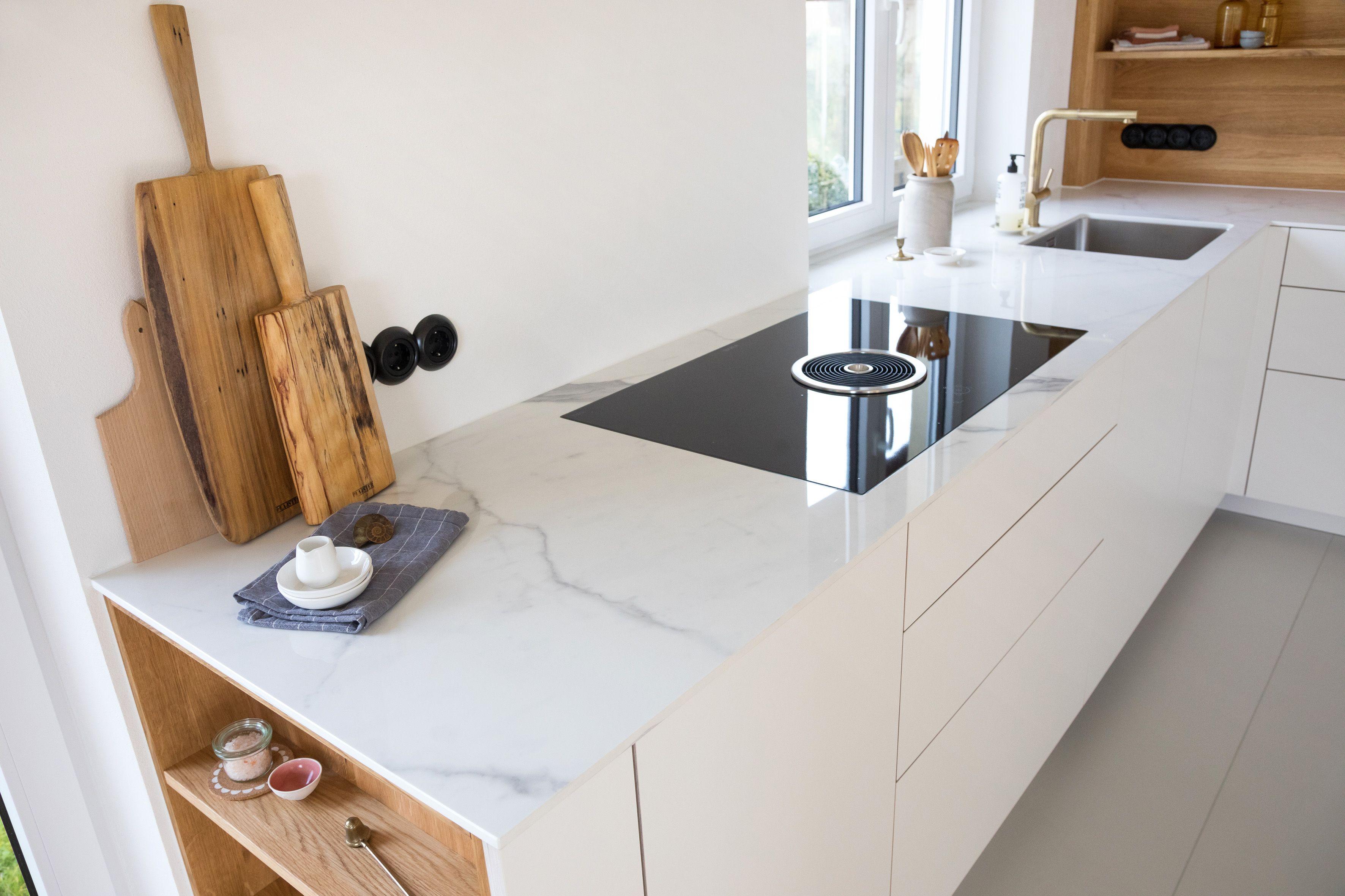 Marmor Arbeitsplatte Weiss Wohnkuche Design Modernes Wohnen Clean Minimalistisch Style In 2020 Kuche Luxus Kuchen Planung Marmor Arbeitsplatte