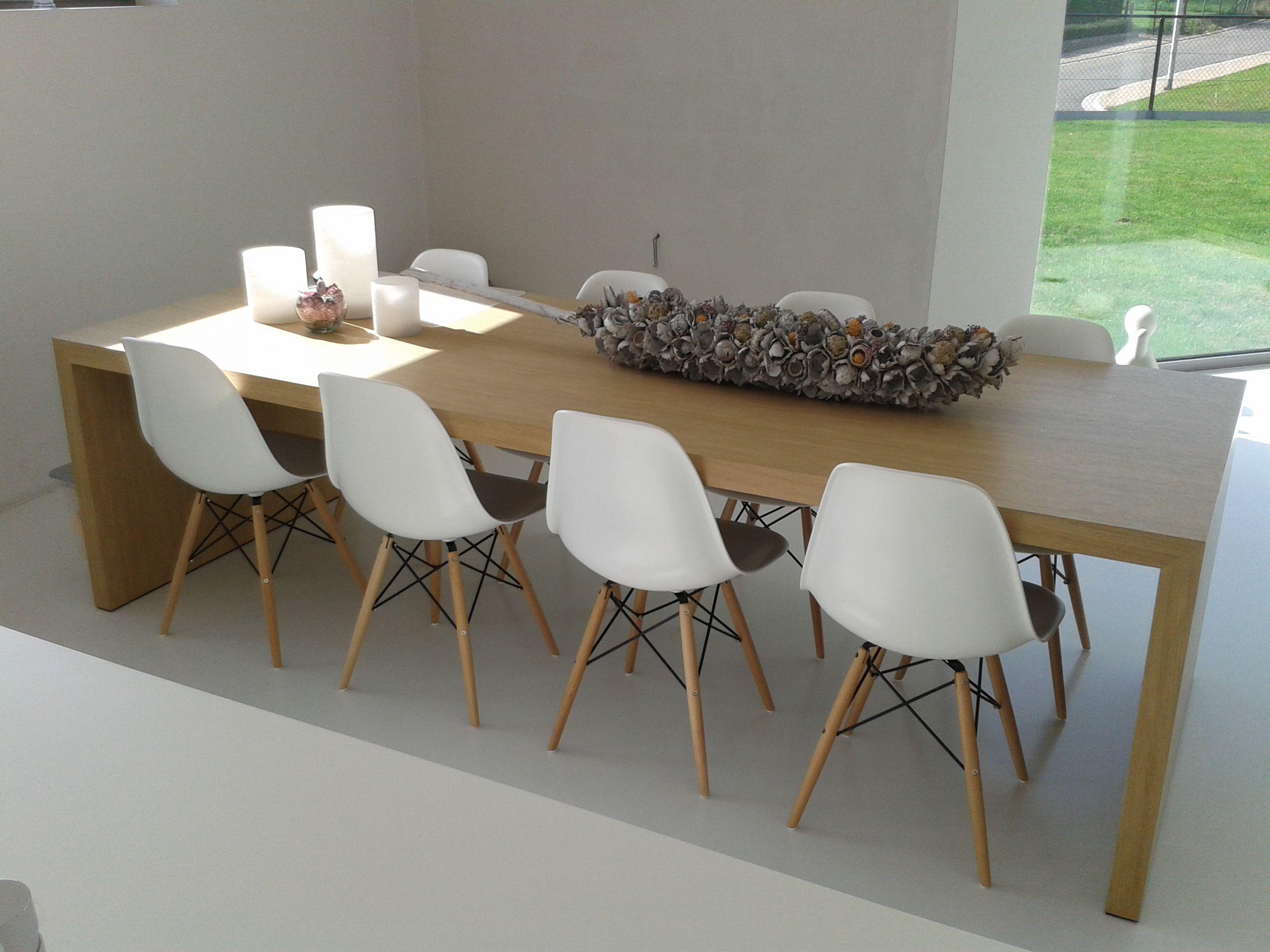 Eiken tafel eames stoelen tafel deco home pinterest eames chairs living rooms and house - Moderne keuken deco keuken ...