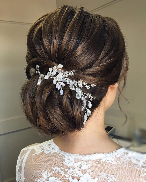 20 Inspiration Low Bun Hairstyles For Wedding 2019 2020: Beautiful And Elegant Low Bridal Bun With Hairpiece