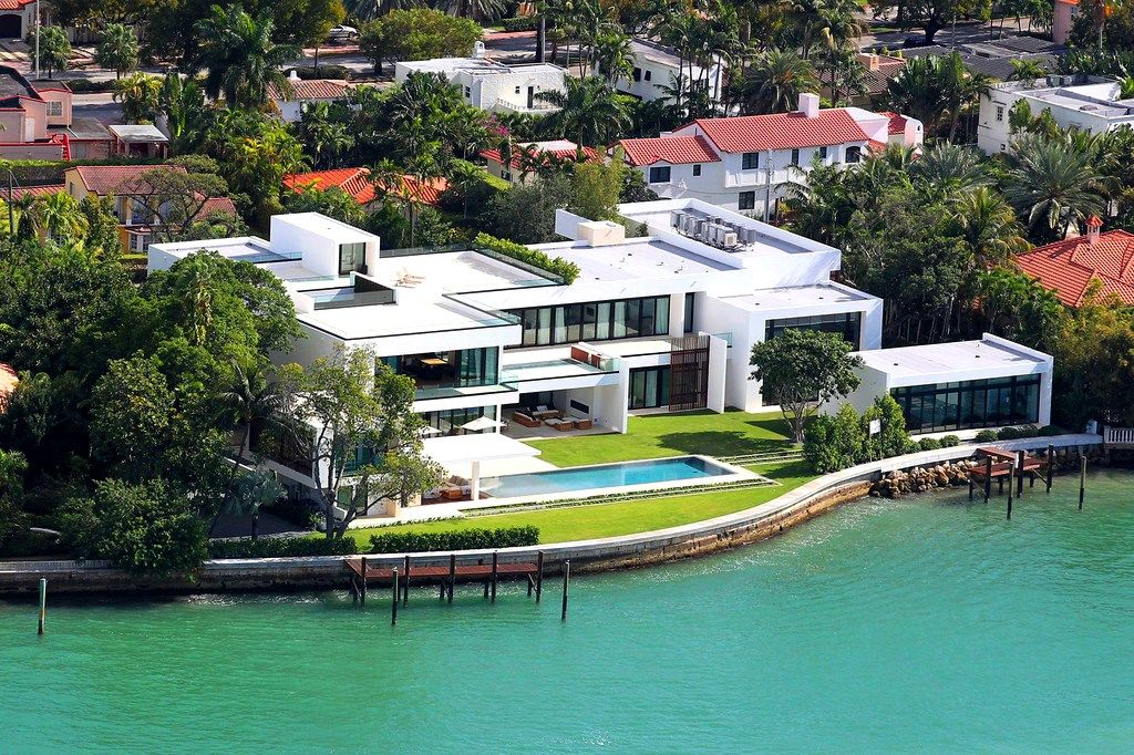 Top 15 most expensive celebrity homes mansion bedrooms for Biggest house in miami