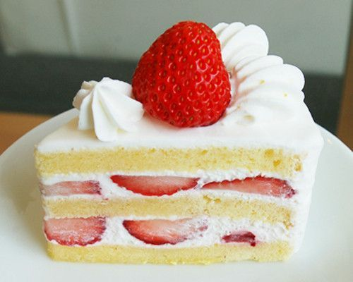 Get In My Belly Strawberry Cake Recipe