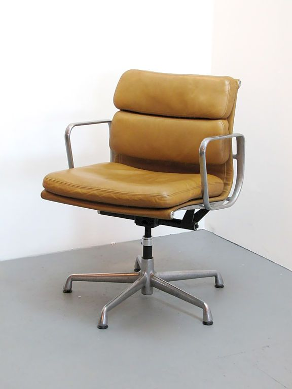 Charles And Ray Eames Soft Pad Desk Chair Furniture Design