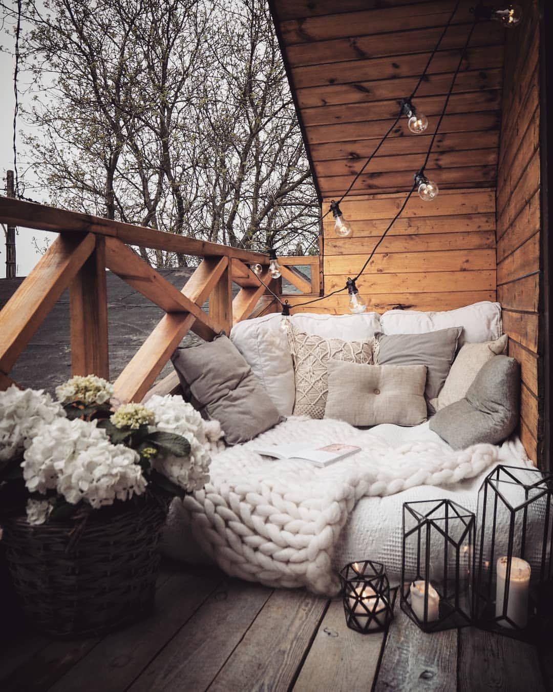 Our Cozy Spot Is Back Sezon Na Lezanki Uznajemy Za Otwarty Pogoda Postanowila Jednak Z Nas Zakpic I Zacz With Images Balcony Decor Outdoor Reading Nooks Apartment Decor